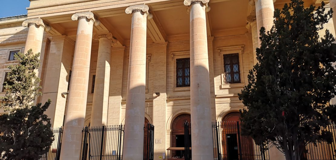 Photo of court building in Valletta